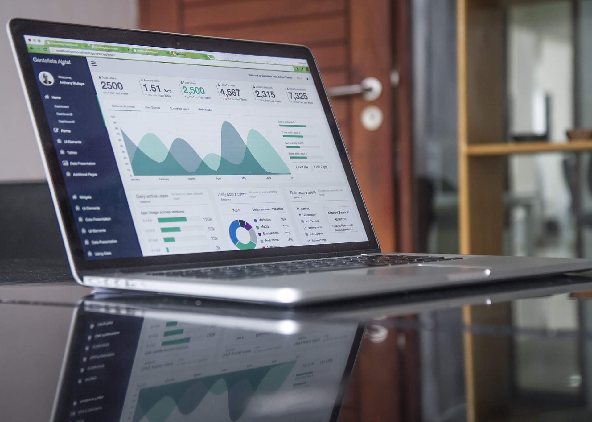 laptop-desk-technology-corporate-business-statistic-45505-pxhere.com