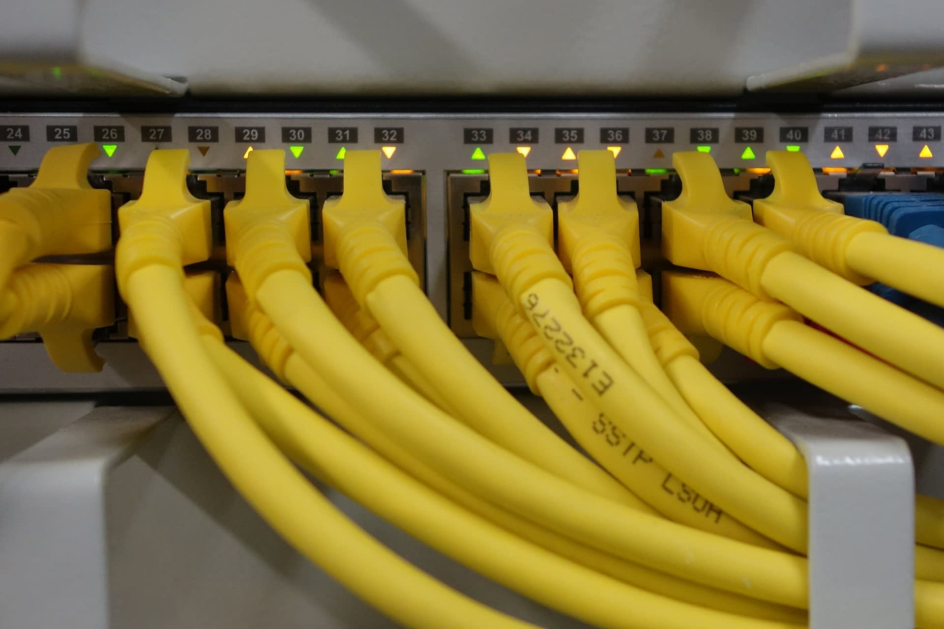 computer-technology-cable-internet-line-food-779821-pxhere.com